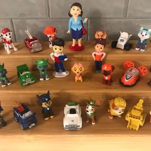 ✨✨✨Paw Patrol Lot of 24 Action Figures NEW!✨✨✨